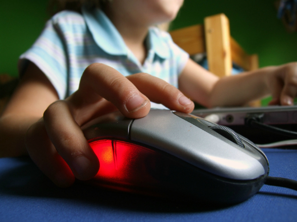 5_Dangers_of_Letting_Kids_Go_Online_Unsupervised_01