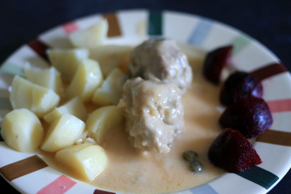 recipe Königsberger Klopse German meat balls with white caper sauce