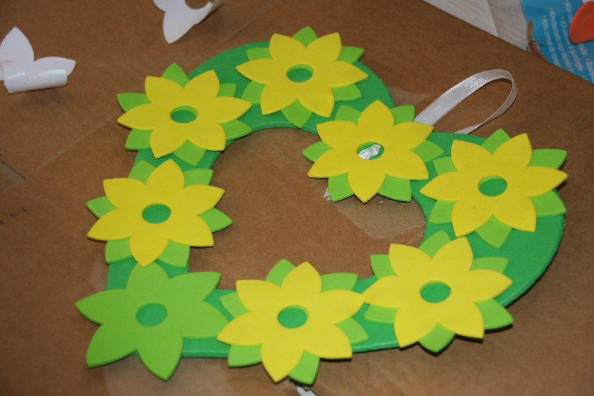 daffodil wreath and template, springtime wreath