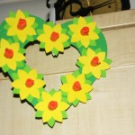 Make a daffodil wreath – instructions with templates