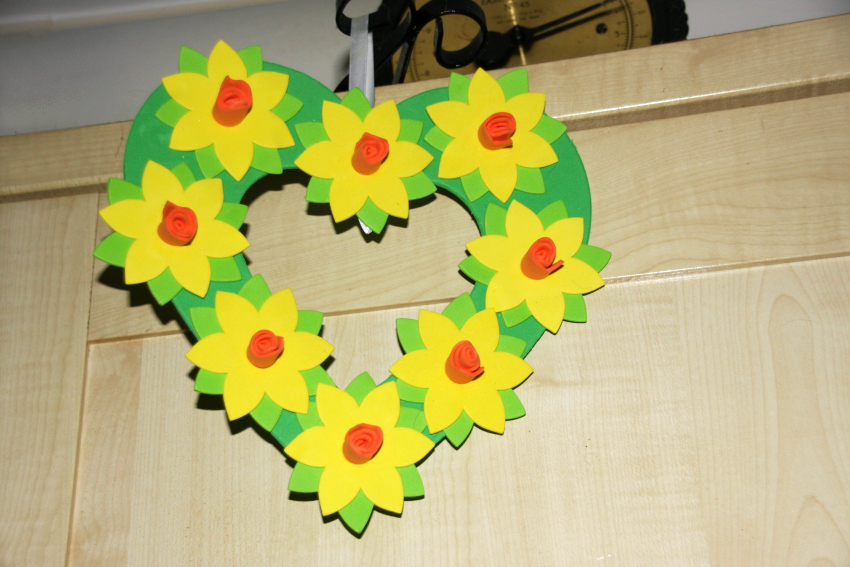 Make A Daffodil Wreath Instructions With Templates Mummy Alarm