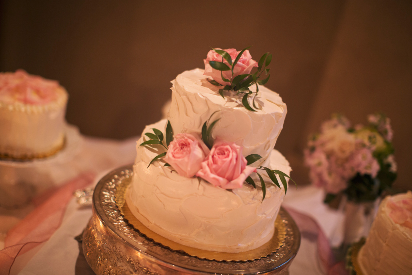 how to decorate your wedding cake with flower paste