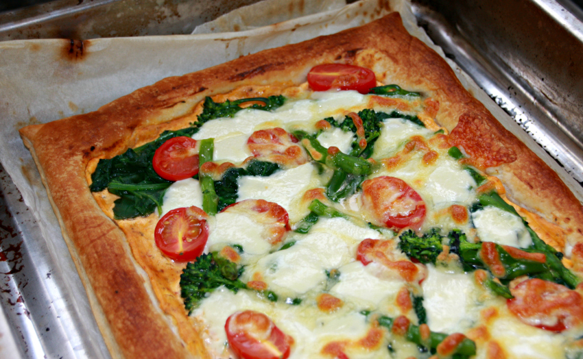 Puff Pastry Pizza with Spinach and Asparagus #recipe @mummyalarm