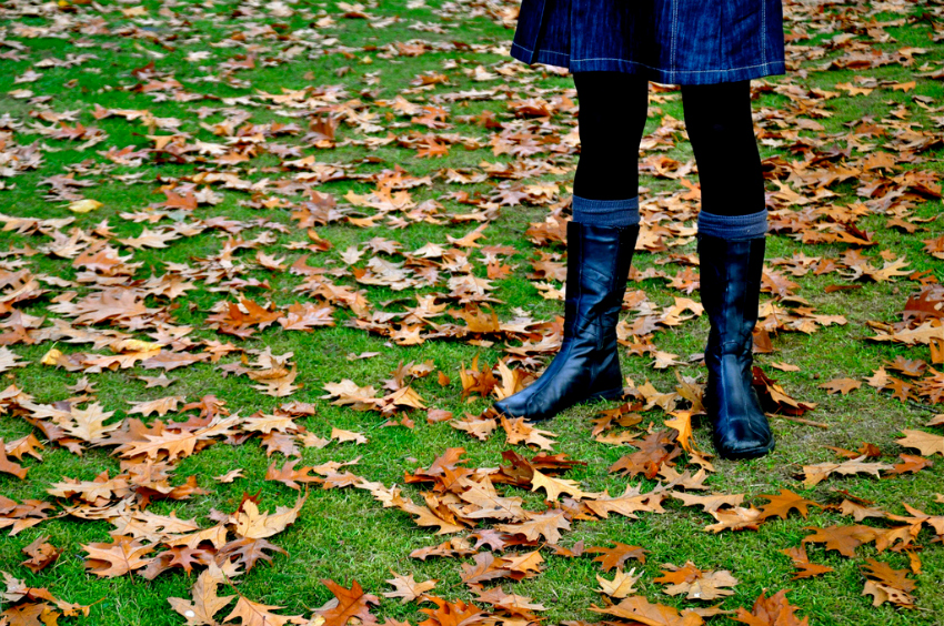 create an autumn look with a jumper and jeans or a skirt and boots