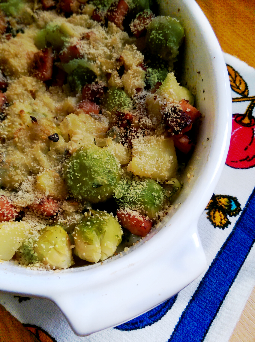 brussel sprouts bake with bacon and gorgonzola