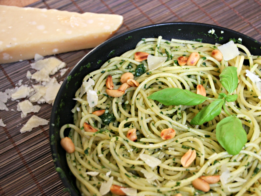 quick and simple pasta dish, spaghetti al verde, homemade pesto