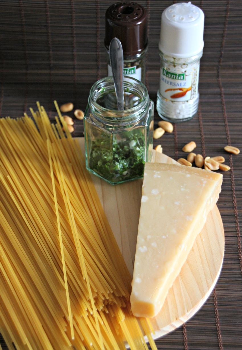 spaghetti al verde recipe, how to make pesto, basil pesto