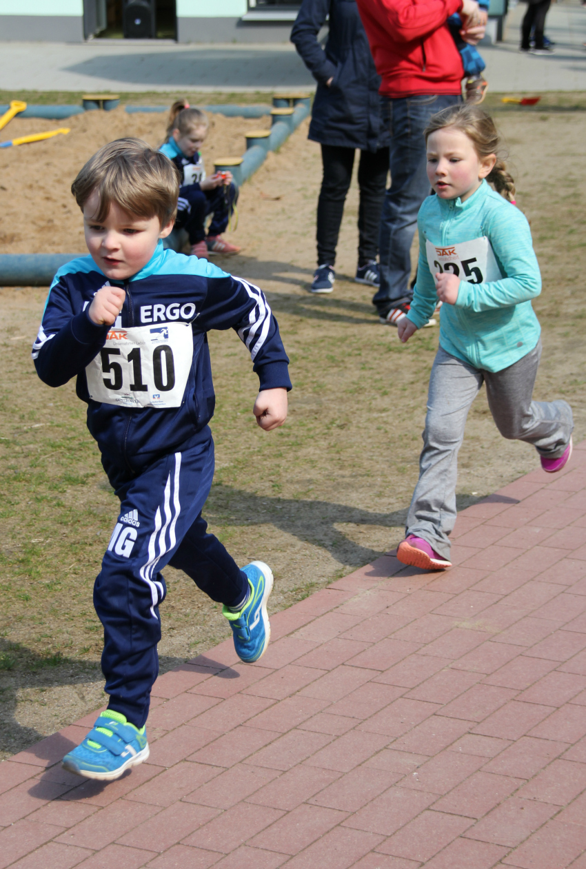 kids running 800m, sports day